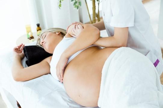 Les bienfaits du massage pour femmes enceintes