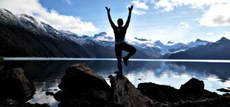 Cours de yoga offert à l'automne