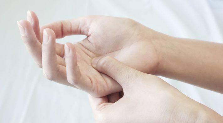 Thérapie de la main et orthèse sur-mesure