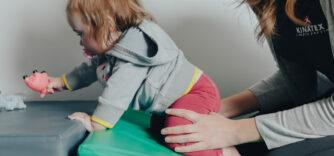 (Français) L'importance de la marche à quatre pattes chez l'enfant