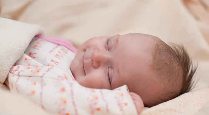 Votre bébé préfère tourner la tête d'un côté ?